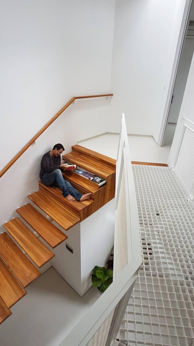 Tangga Interior:  Koridor dan lorong by Parametr Architecture