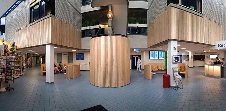 Hal LangeLand ziekenhuis Zoetermeer:  Ziekenhuizen door Jan Detz Interieurarchitect, Modern