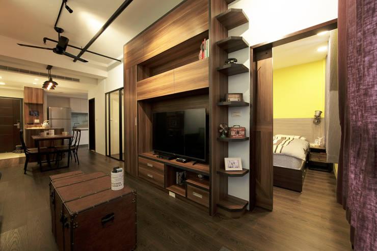 藝術工作者的私密天空:  客廳 by DIANTHUS 康乃馨室內設計