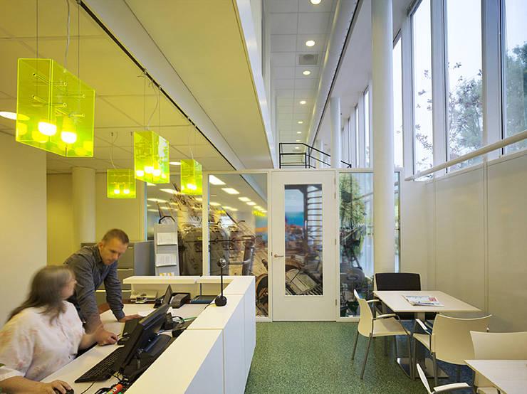 Ontvangstbalie:  Fitnessruimte door Jan Detz Interieurarchitect, Modern