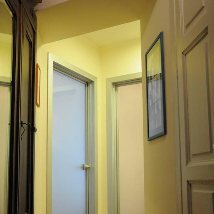 Appartamento A+M: Ingresso & Corridoio in stile  di ArchitetturaTerapia®