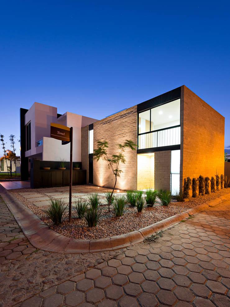 Houses by Monolito