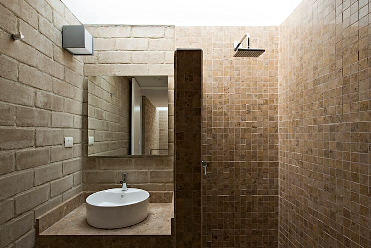 Bathroom by Monolito