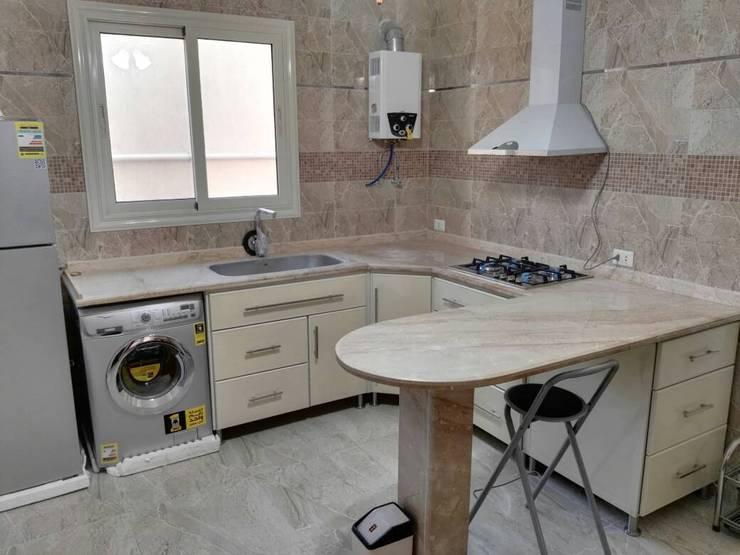مطبخ بالاجهزة:  مطبخ ذو قطع مدمجة تنفيذ New Home Architecture