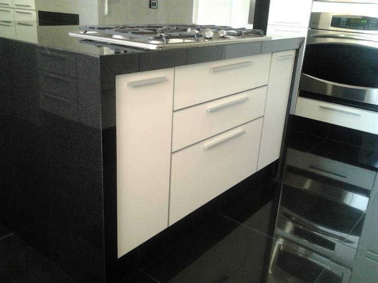 Tủ bếp by J.H. Novoart E.I.R.L.