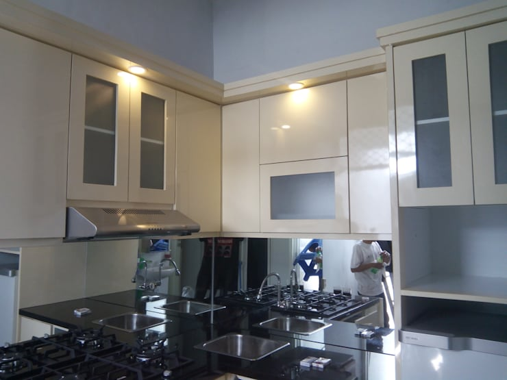 Kitchen Set Permata Jingga Malang: modern Kitchen by  the OWL