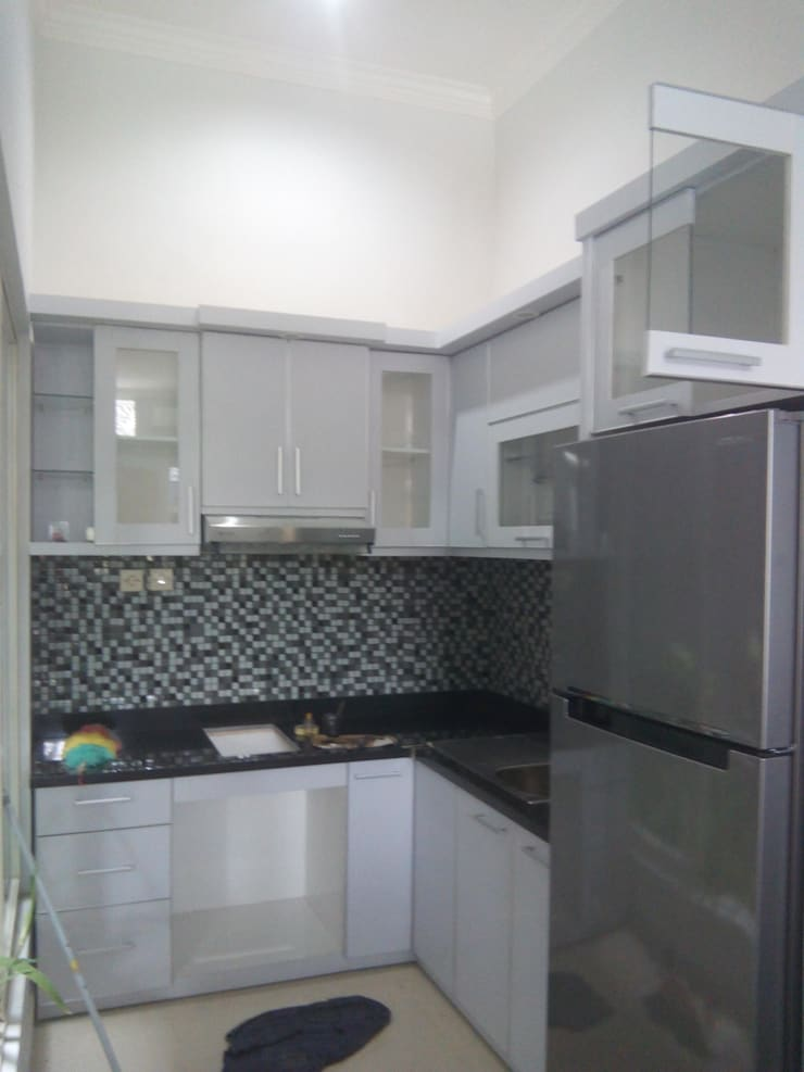 Kitchen Set Jalan Candi Jago Malang:  Kitchen by  the OWL