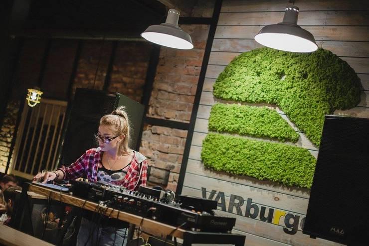 Green logo - Varburger bar, Dniproperivsk, Ukraine :  Interior landscaping by Moss Trend