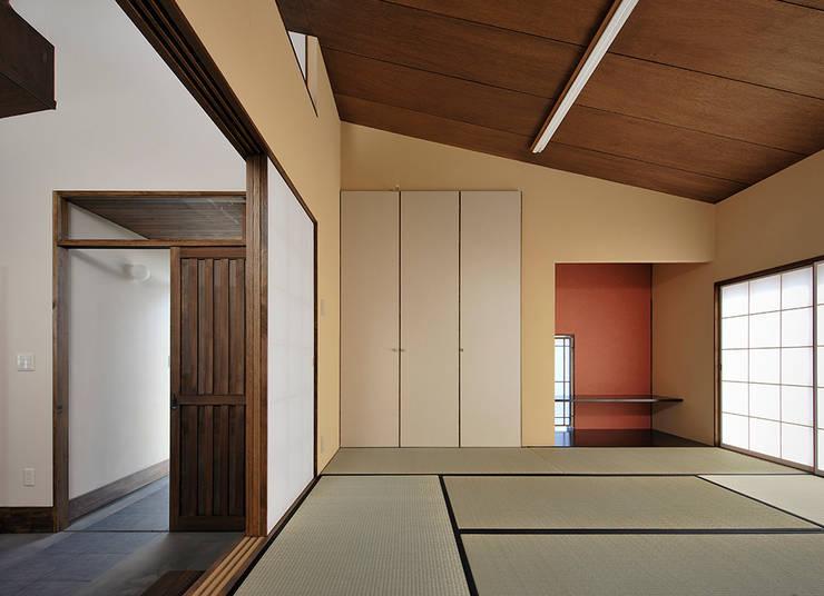 Ruang Multimedia by デザイン・ラボ 一級建築士事務所