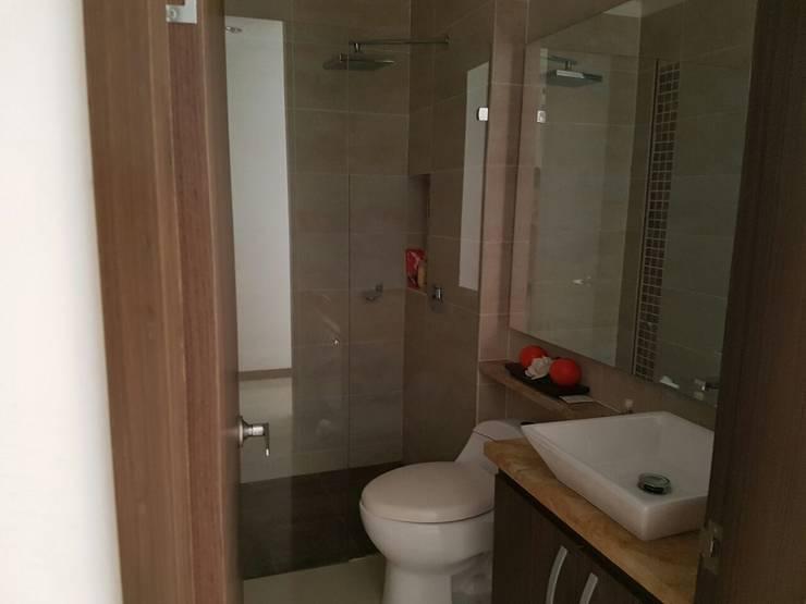 Baño y sus hermosos acabados.: Baños de estilo  por CH Proyectos Inmobiliarios