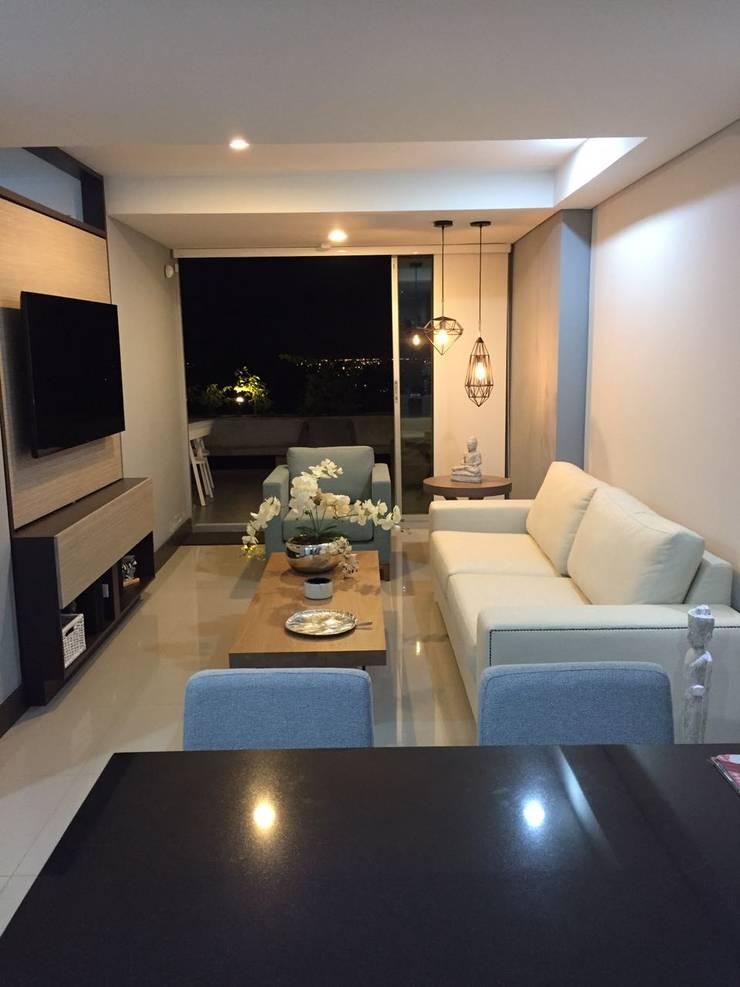 Sala y balcón con hermosa vista!: Salas de estilo  por CH Proyectos Inmobiliarios