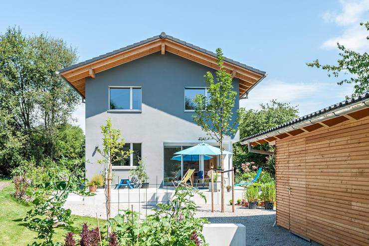 Nhà thụ động by Architekturbüro Schaub