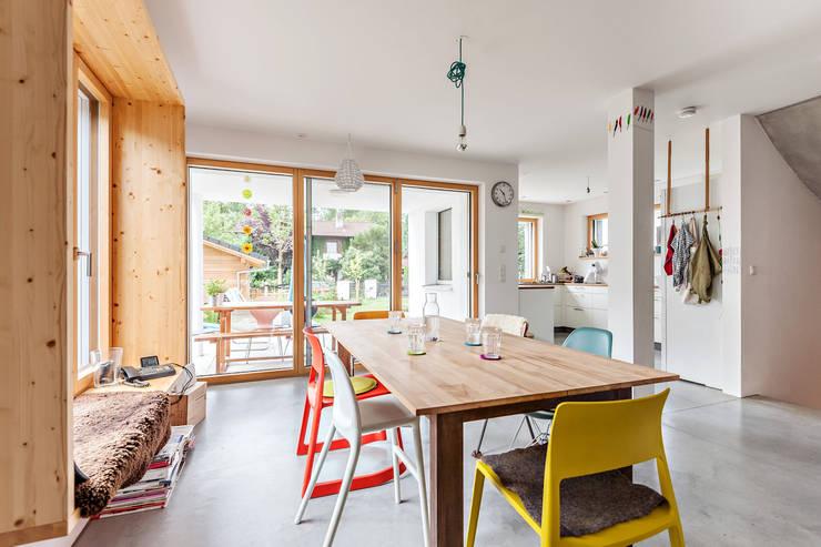 Projekty,  Jadalnia zaprojektowane przez Architekturbüro Schaub