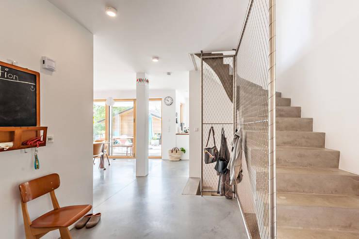 Hành lang by Architekturbüro Schaub