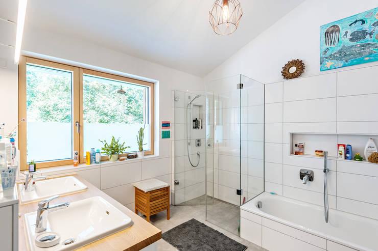 Ванные комнаты в . Автор – Architekturbüro Schaub
