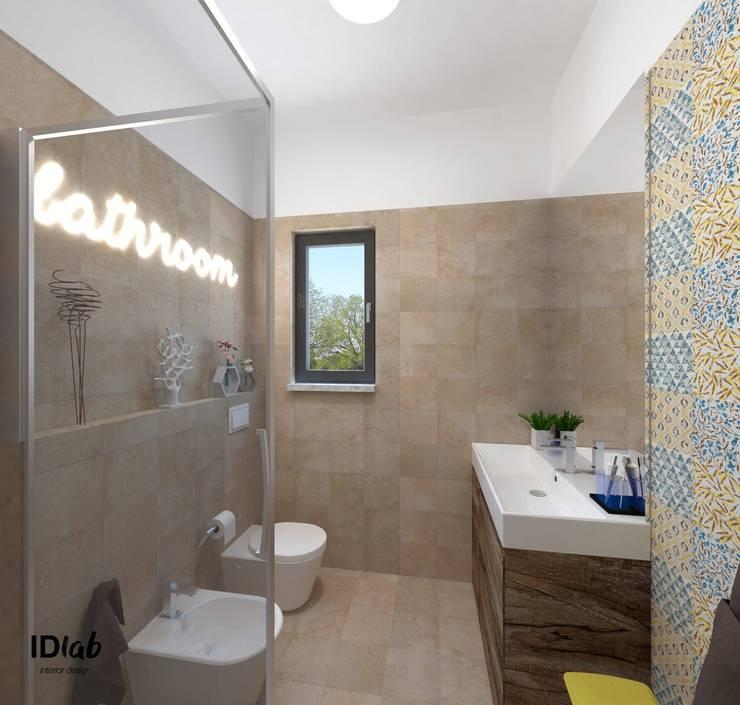Ampliamento bagno: Bagno in stile in stile Rustico di IDlab