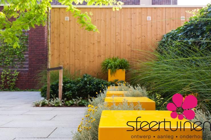 Industrial style garden by Sfeertuinen Industrial Concrete
