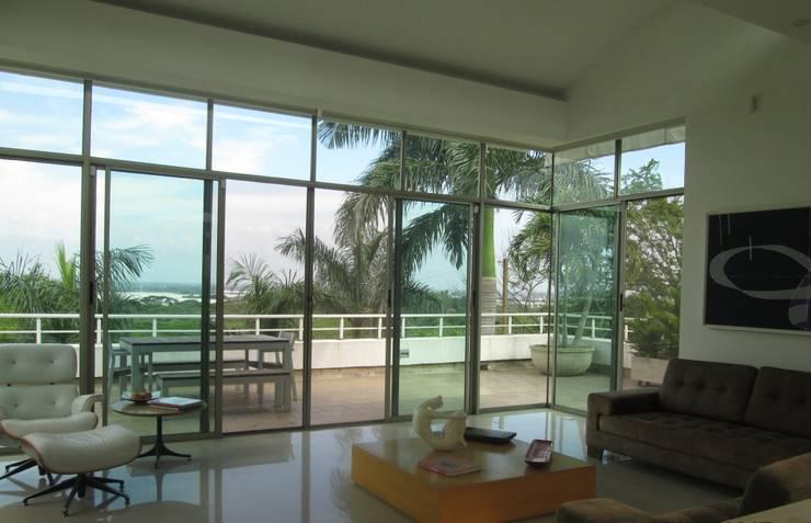 Hermosa sala con vista a todo el valle del cauca: Salas de estilo  por CH Proyectos Inmobiliarios