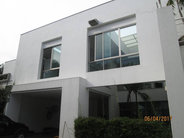 Venta de hermosa casa con diseño moderno en condominio campestre con vista al Valle del Cauca.: Conjunto residencial de estilo  por CH Proyectos Inmobiliarios