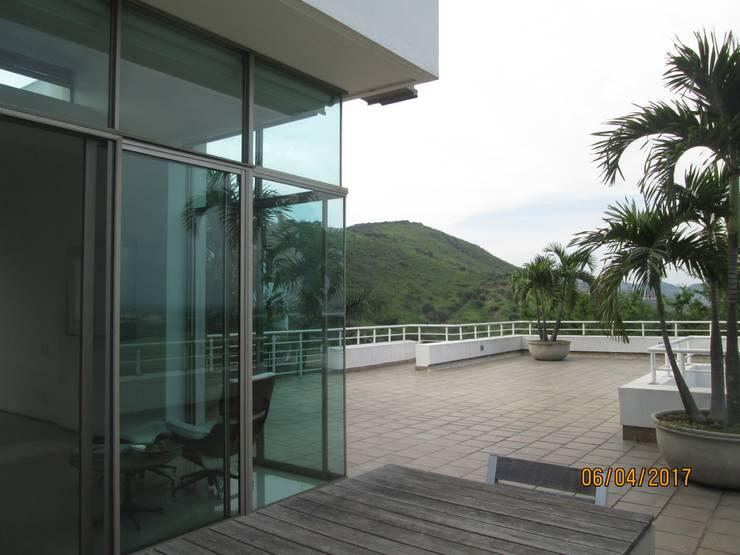 Amplia terraza y hermosa vista : Terrazas de estilo  por CH Proyectos Inmobiliarios