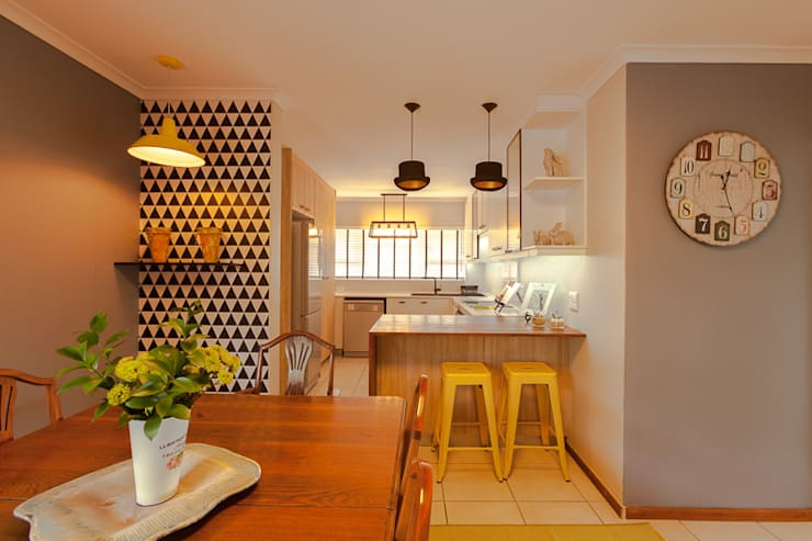 House Brooks. :  Dining room by Redesign Interiors
