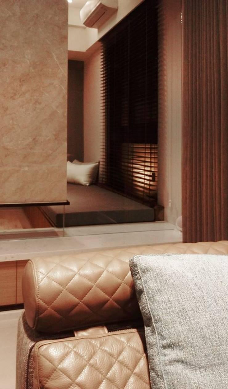 透:  客廳 by 見和空間設計