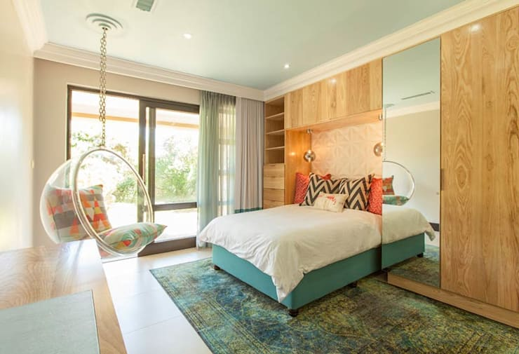 ​House Ramchurran : modern Bedroom by Redesign Interiors