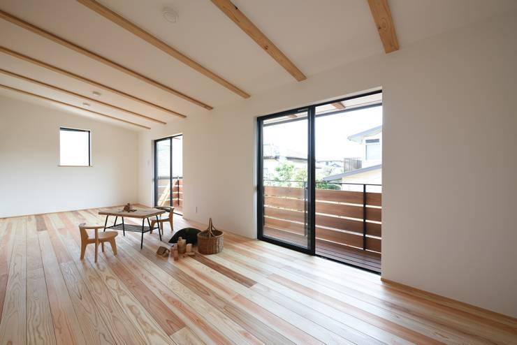Cuartos de estilo  por 創右衛門一級建築士事務所, Moderno
