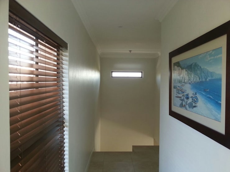 Honeydew:  Corridor & hallway by A Fox Construction SA Pty Ltd, Modern