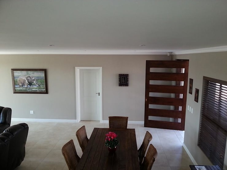 Honeydew: modern Dining room by A Fox Construction SA Pty Ltd