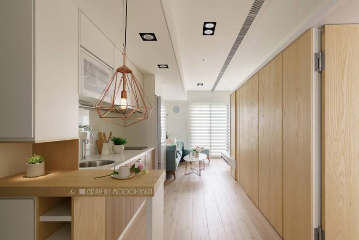 廚房/客廳:  餐廳 by Moooi Design 驀翊設計