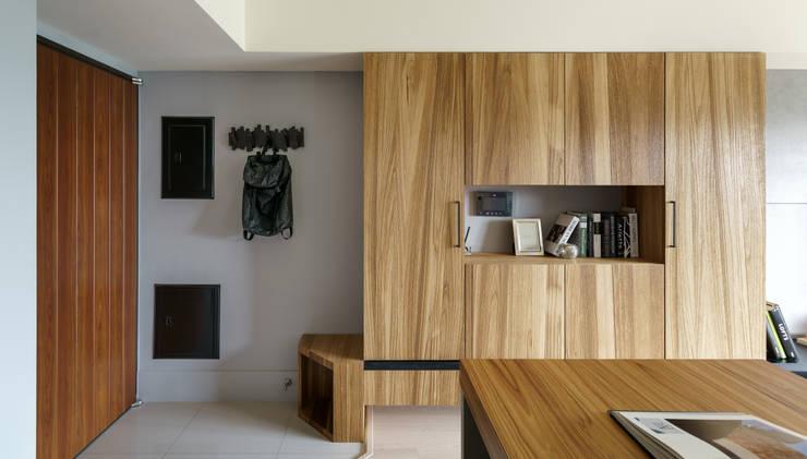 Residence | Kaohsiung 博聞 蕭宅:  客廳 by E&K宜客設計