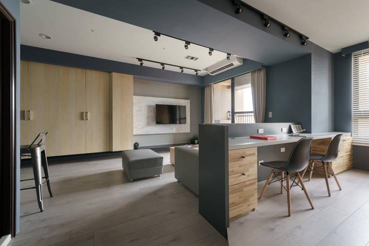 Residence | Kaohsiung 毓品 李宅:  客廳 by E&K宜客設計