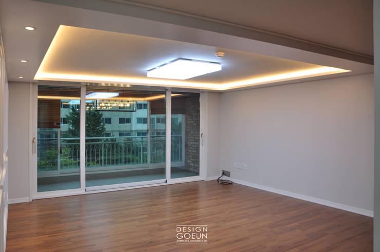 화곡 푸르지오 49평 빈티지 클래식 하우스: 디자인고은의  거실