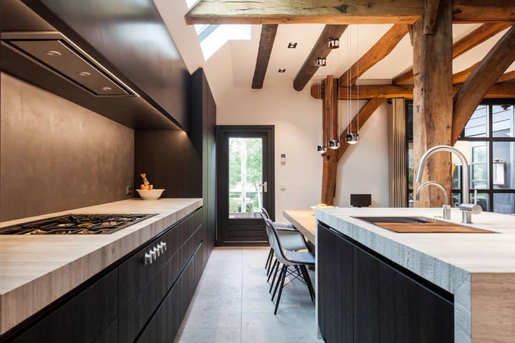 luxe leefkeuken:  Keuken door Bob Romijnders Architectuur & Interieur, Modern