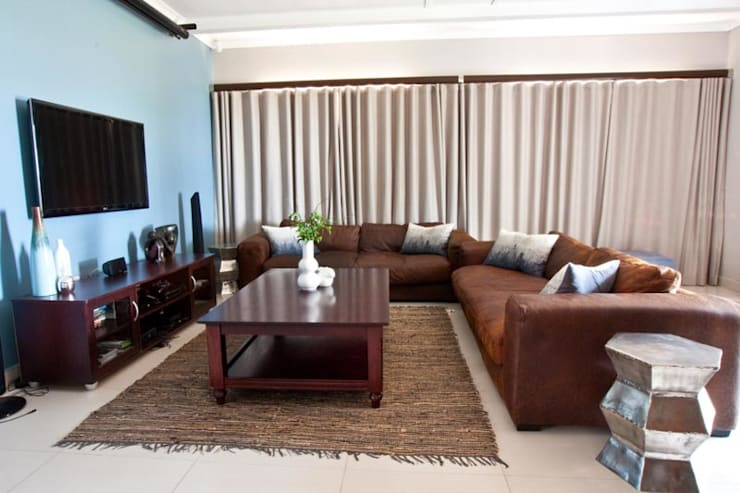 House James :  Living room by Redesign Interiors