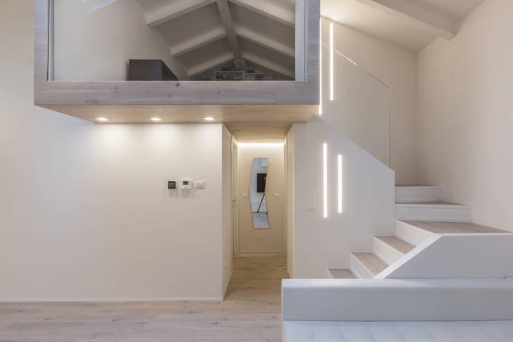 Corridor & hallway by Biondi Architetti