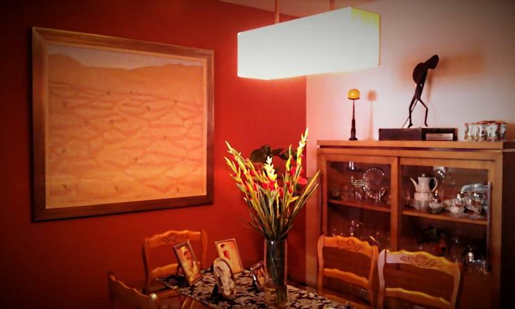 Salón comedor con la pintura y el arte como protagonistas: Comedores de estilo  de CONSUELO TORRES