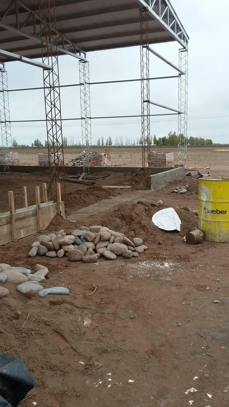 Construcción de galpón industrial. :  de estilo  por Mora Arquitectura y Diseño,