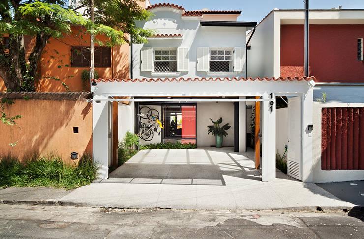 Fincas de estilo  por ODVO Arquitetura e Urbanismo