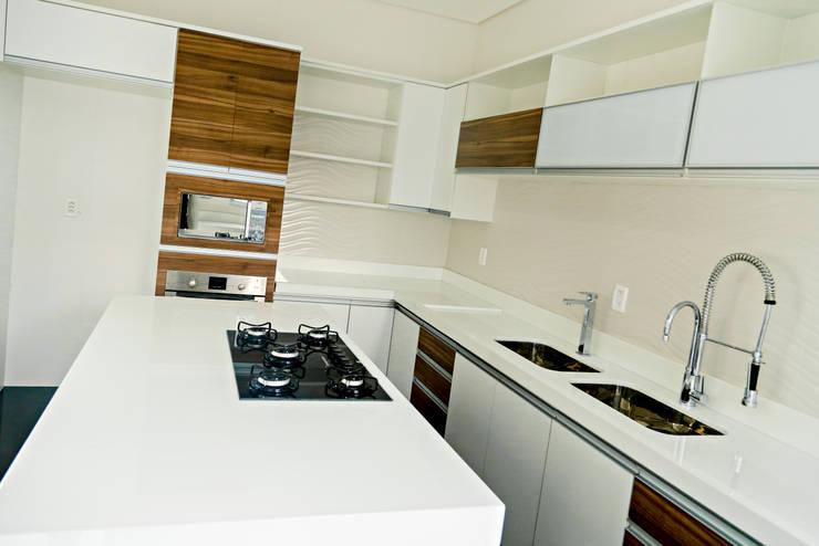 Projeto Arquitetônico Residencial Cozinhas modernas por Carla Monteiro Arquitetura e Interiores Moderno