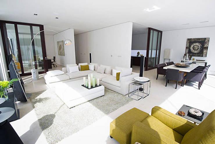 غرفة المعيشة تنفيذ Julia Dempster