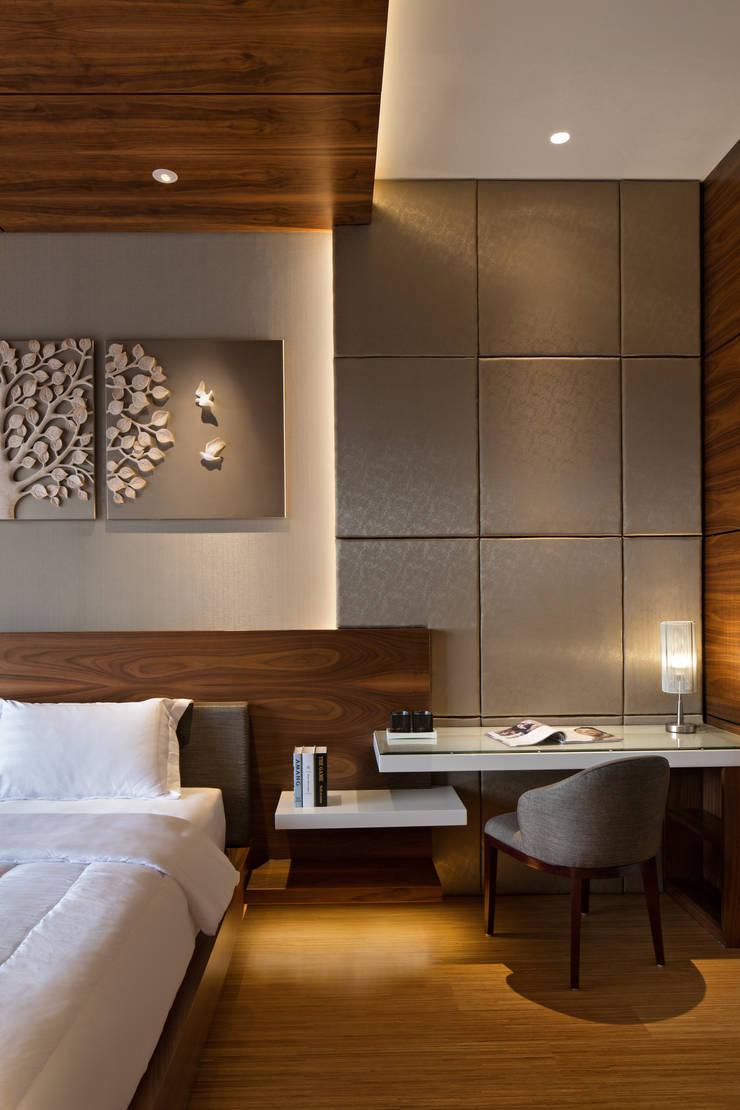 Master Bedroom :  Kamar Tidur by INERRE Interior