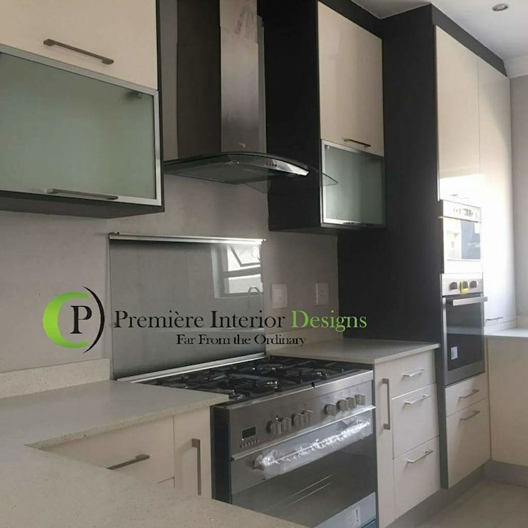 KITCHEN:  Built-in kitchens by Première Interior Designs, Modern Quartz