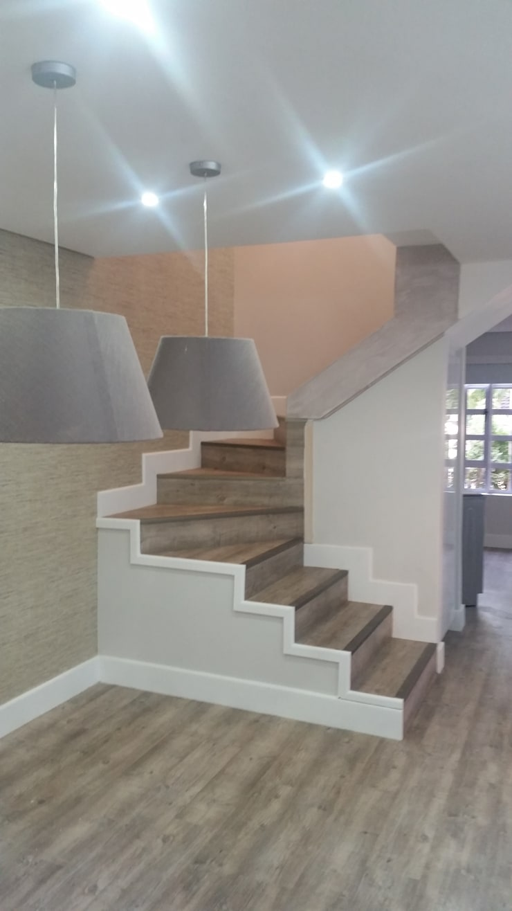 Corridor & hallway by BHD Interiors,