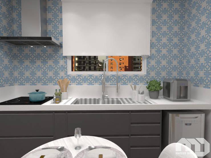 Cozinha  Apartamento MG : Armários e bancadas de cozinha  por Mateus Dias Arquitetura