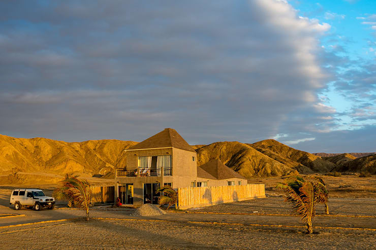 Vista sur-este / South-east view: Casas ecológicas de estilo  por Lores STUDIO. arquitectos