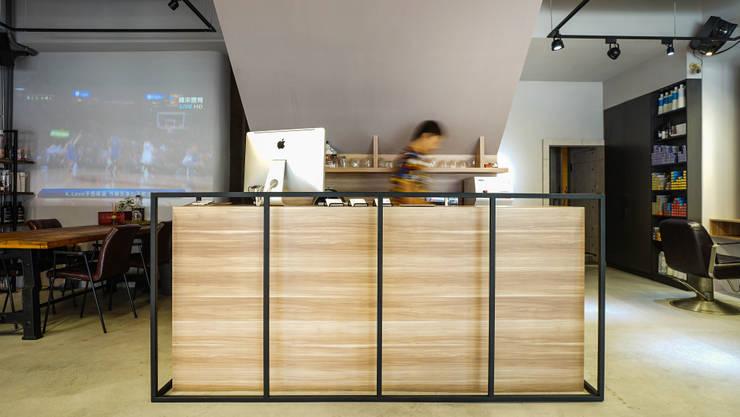 吧台:  商業空間 by 見和空間設計