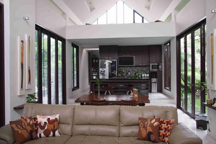 Rumah Taman Mutiara:   by CV. GENESIS+