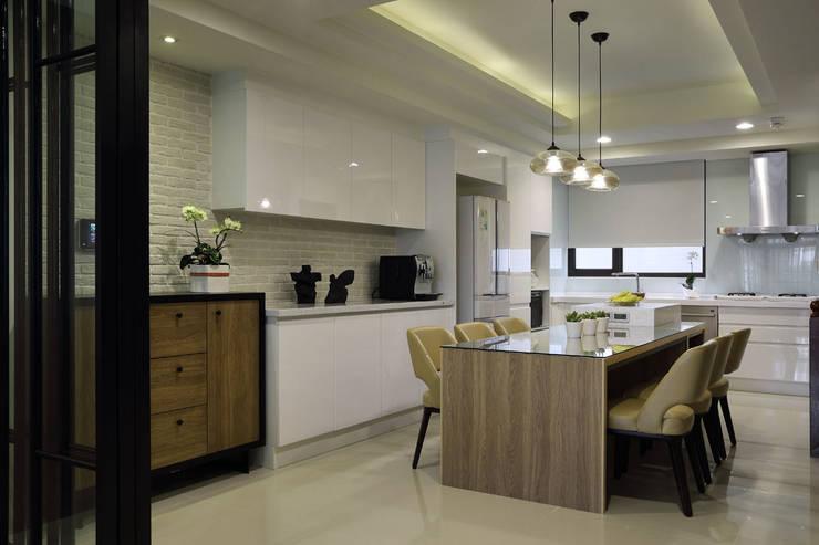 Kitchen by 澤序空間設計有限公司